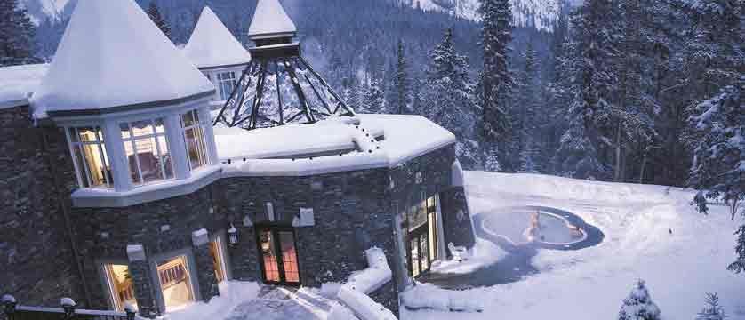 canada_big-3-ski-area_banff_fairmont-banff-springs_exterior-hot-tub.jpg